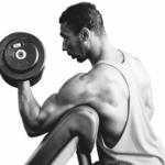 Krafttraining im Gym - Hanteltraining - Muskeln - Biceps - Fokus